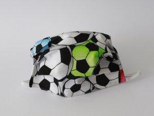 Biele rúško s futbalovými loptami (úplet)