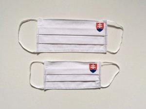Biele rúško so slovenským znakom