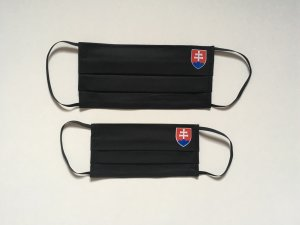 Čierne rúško so slovenským znakom