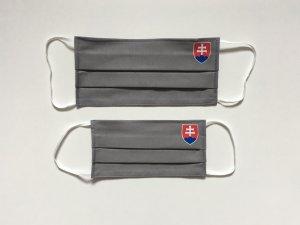 Šedé rúško so slovenským znakom