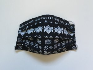 Čierne rúško Čičmany s malým vzorom